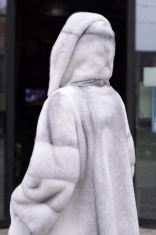 продукция производителя  ХутроСвіт Тисмениця 2021 Полушубок с капюшоном из элитной норки крестовки, фото 6
