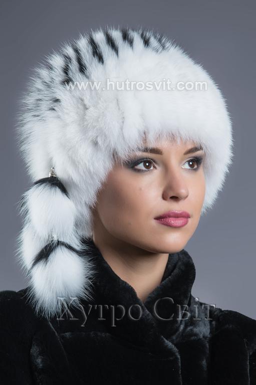 Яскрава та стильна жіноча шапка - білий песець на трикотажній основі Фото 1