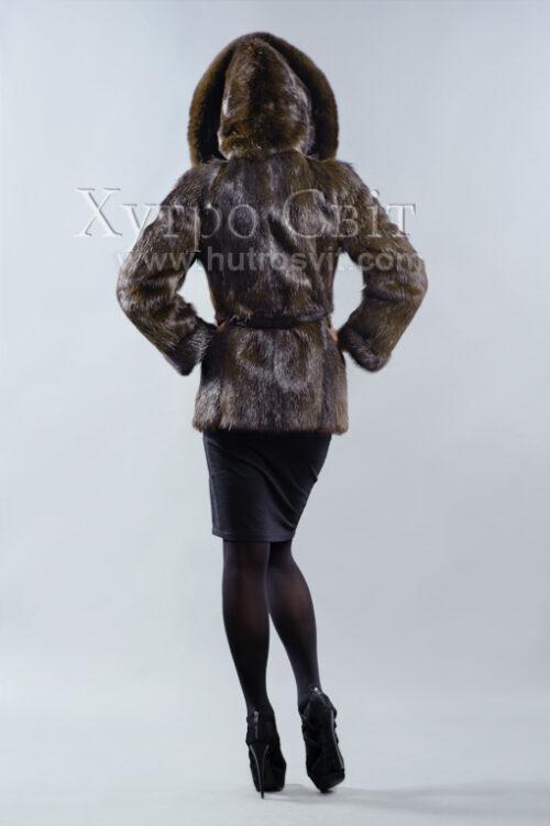 продукция производителя  ХутроСвіт Тисмениця 2020 Полушубок-курточка из коричневой нутрии с капюшоном и песцом Фото 2