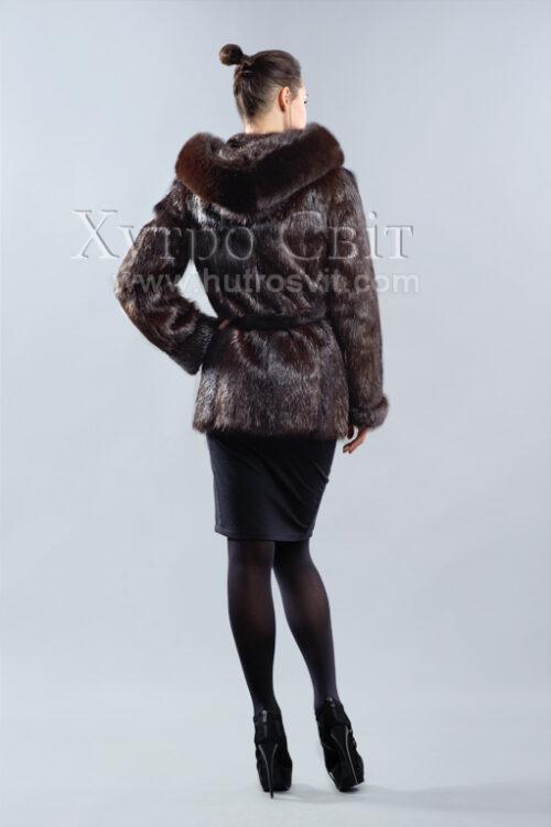 продукция производителя  ХутроСвіт Тисмениця 2021 Полушубок-курточка из коричневой нутрии с капюшоном и песцом, фото 3