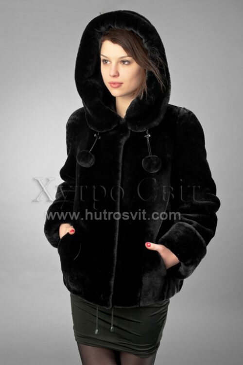 Шуби із мутону, модель курточка куліска з капюшогном,