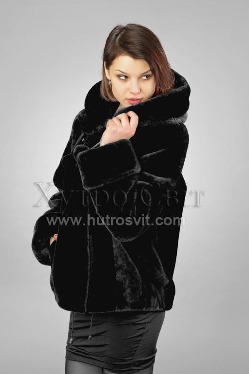курточка-півшубок з капюшоном - з чорного хутра мутон