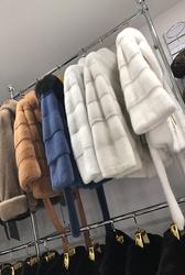 магазин шуб ХутроСвіт у Тисмениці